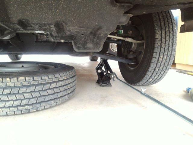 ハイゼットトラック S510P前輪のジャッキアップポイント