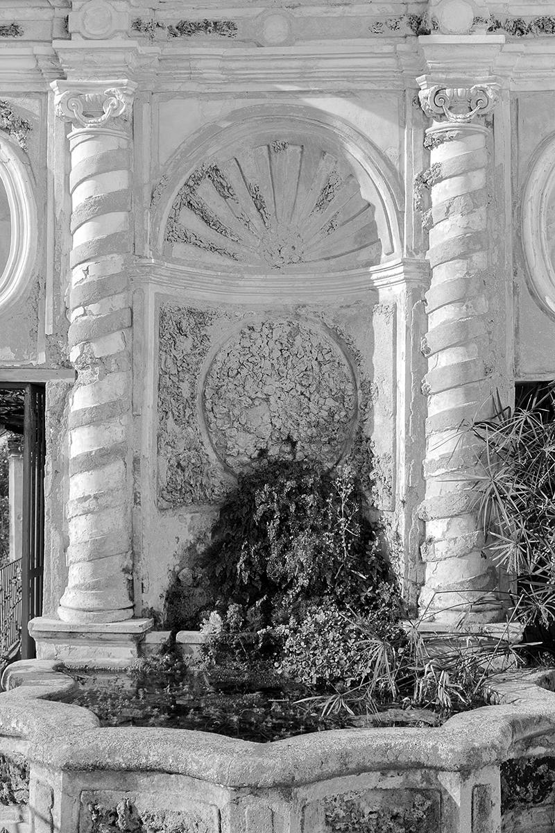 Dettaglio della fontana Monumentale del Giardino della Minerva a Salerno. Foto di Sossio Mormile
