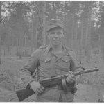 Kunnostautunut vartiomies korpraali Eeva, joka yksinään konepistoolillaan tuhosi kaksi vihollisen maihinnousuvenettä miehistöineen Vuoksella. Hän päästi kylmäverisesti veneet 20-30 metrin läheisyyteen ja avasi sitten yllättäen tulen, jota jatkoi rohkeasti vihollisen kiivaasta ammunnasta huolimatta kunnes veneet miehistöineen tuhoutuivat. Vuoksi, Kekkilän niemi 1944.07.25