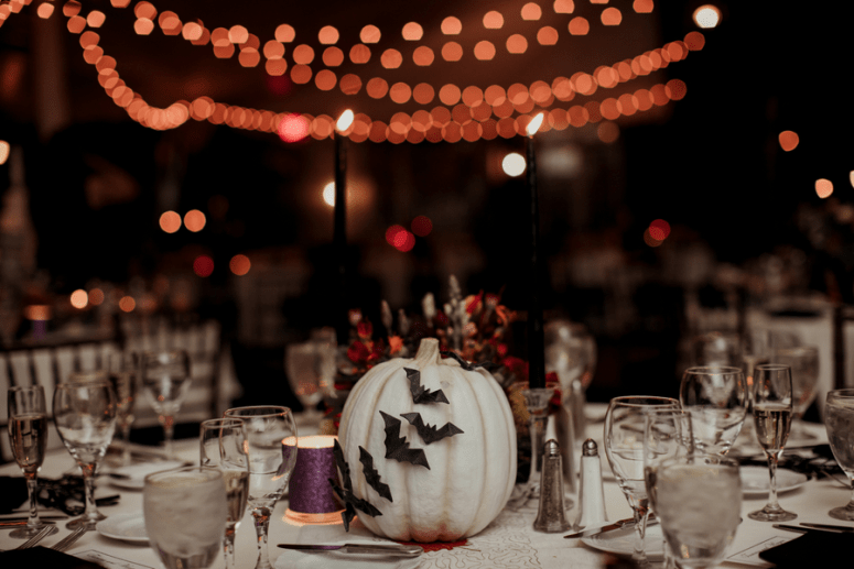 white pumpkin wedding table decor