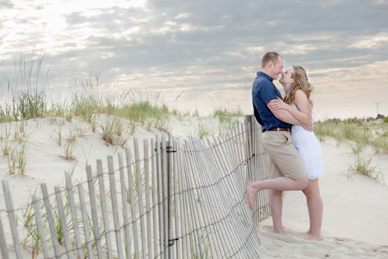 Engagement photo poses on the beach