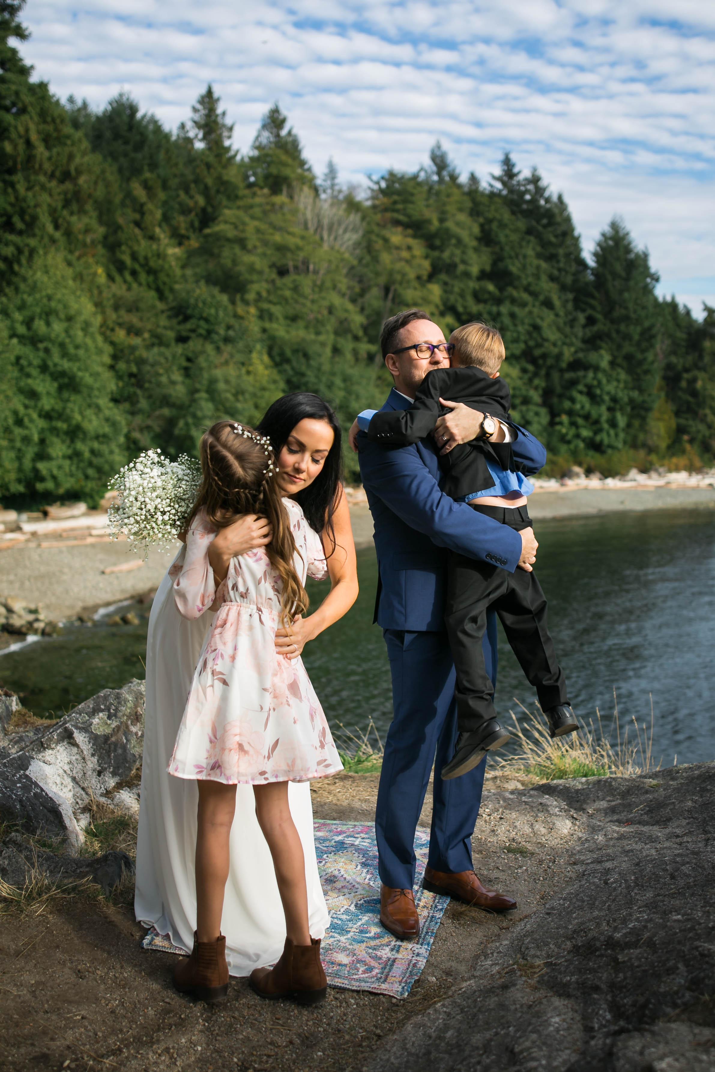 family centered wedding photos