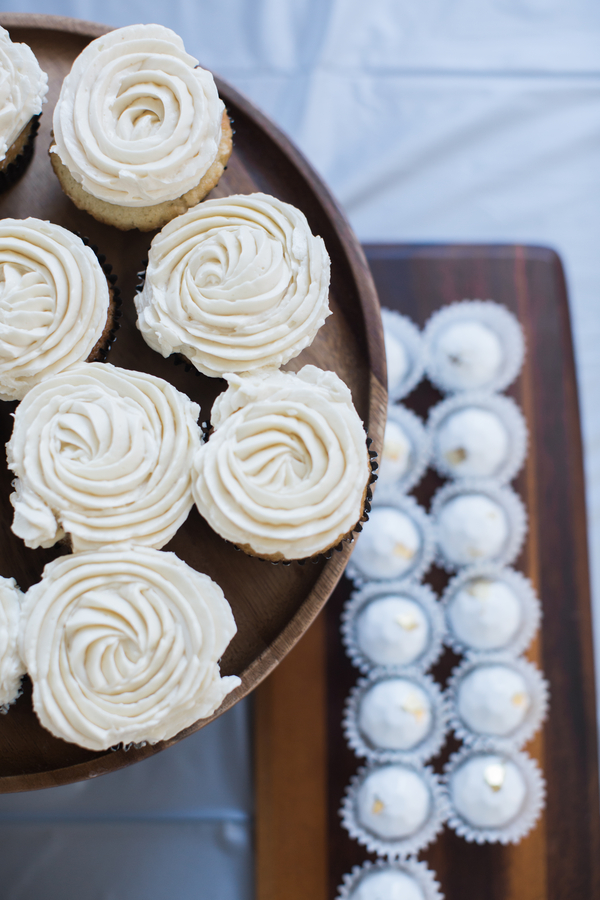 cream colored cupcakes for a wedding