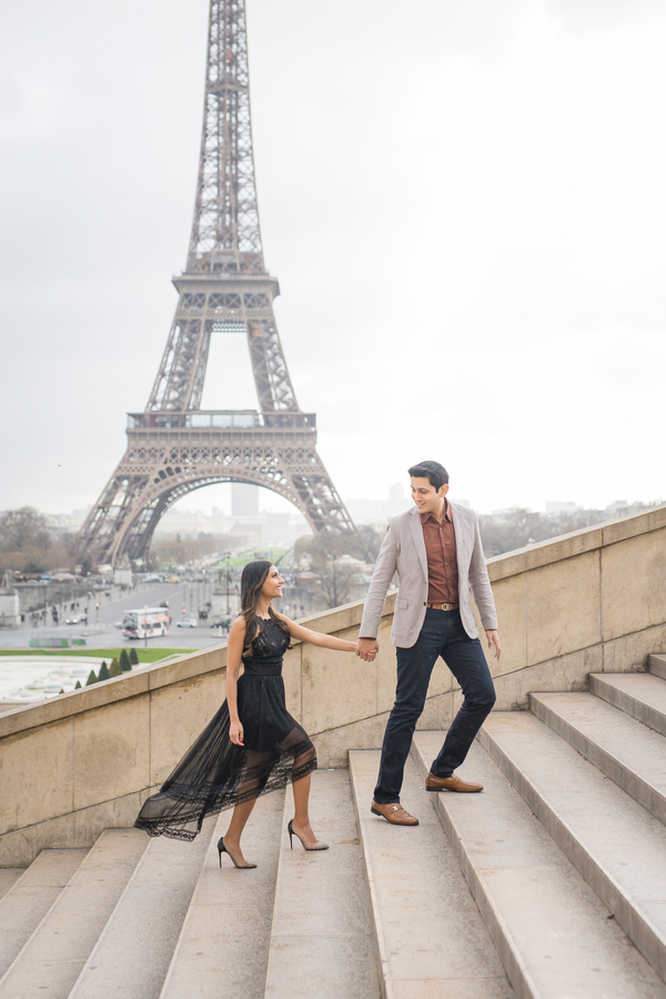 Paris wedding photographer, engagement photos in Paris, Eiffel Tower Poses, Cute Eiffel Tower Picture