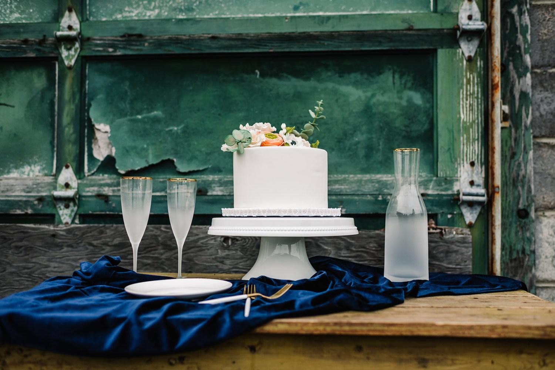 Loflin Yard Wedding, Memphis Wedding, Rock and Roll Bride, Modern Wedding, one layer wedding cake
