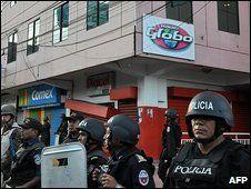 © AFP - - Siły wojskowe otaczają rozgłośnię Radio Globo