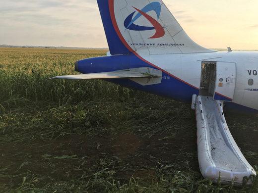 moscow crash landing emergency chute