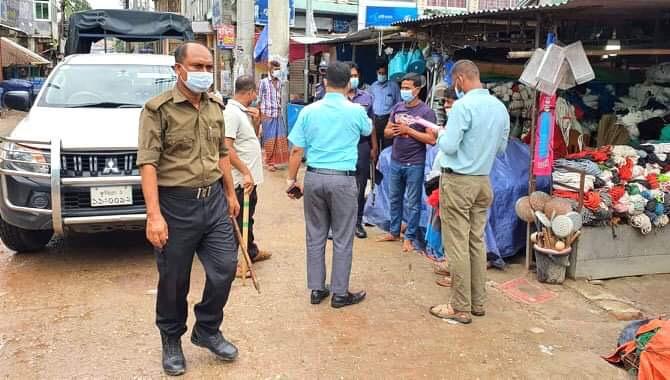 চৌদ্দগ্রামে লকডাউনে কঠোর অবস্থানে আইনশৃঙ্খলা বাহিনী