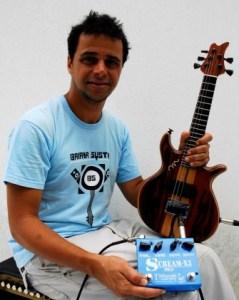Robertinho et sa guitarra baiana © lelixirdudrfunkathus 2014