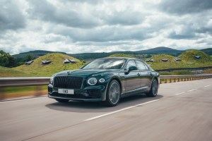 3 Bentley Flying Spur Hybrid
