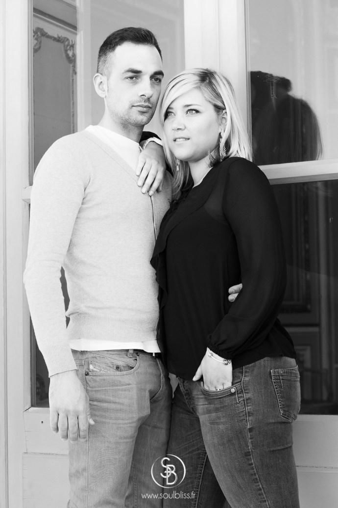 Soul_Bliss_photographie_Séance_Engagement_Parc_de_sceaux_couple_Mariage_Fiançailles_couple_94_jean_blond_yeux_bleus__(1_sur_1)