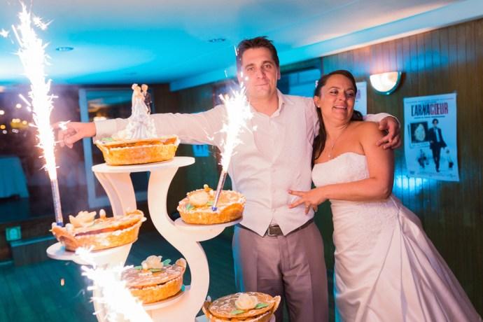 mariage-croisiere-peniche-quai-55-paris-soiree-piece-montee-etincelles-photographe-soulbliss