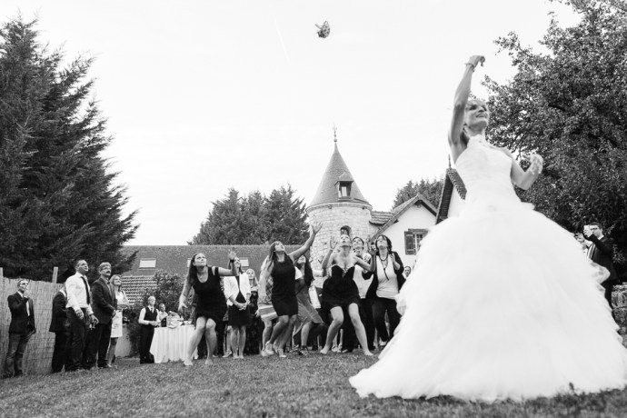 mariage-moulin-de-letang-l-etang-linas-essonne-91-cocktail-vin-dhonneur-lancer-bouquet-photographe-soulbliss