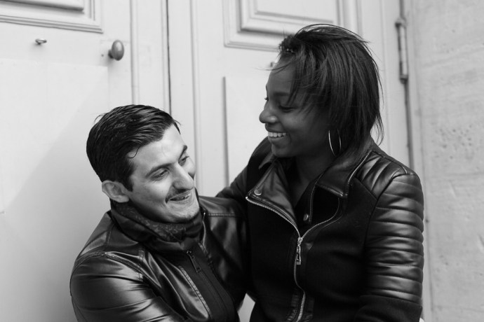 369-seance_engagement_couple_mixte_chateau_de_versailles_78_soul_bliss