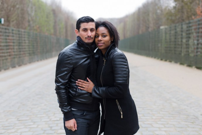 410-seance_engagement_couple_mixte_chateau_de_versailles_78_soul_bliss