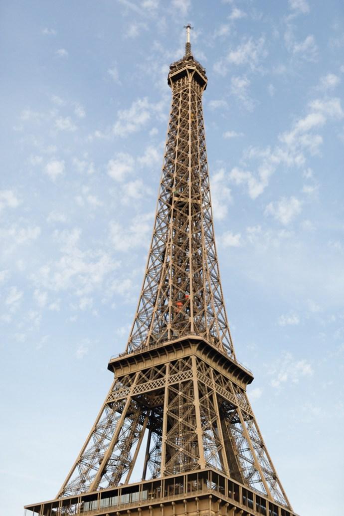 443-seance-engagement-paris-tour-eiffel-photographe-mariage-soul-bliss