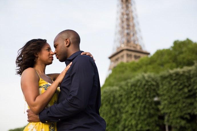 444-seance-engagement-paris-tour-eiffel-photographe-mariage-soul-bliss