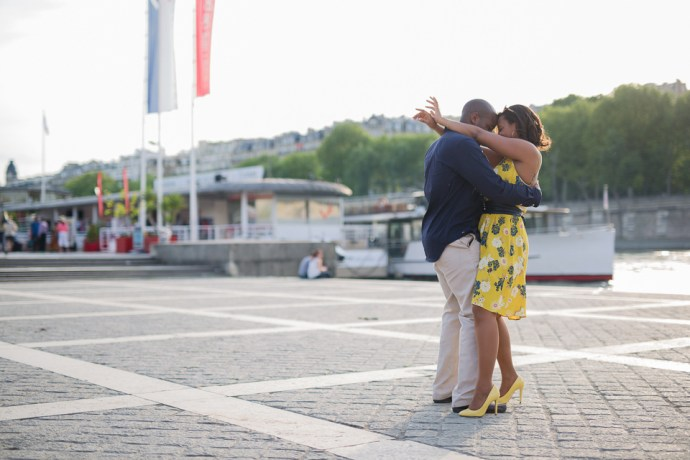 449-seance-engagement-paris-tour-eiffel-photographe-mariage-soul-bliss