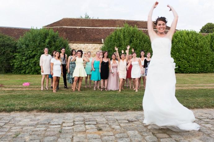 mariage-domaine-de-champgueffier-la-chapelle-iger-cocktail-vin-d-honneur-lancer-bouquet-photographe-soul-bliss