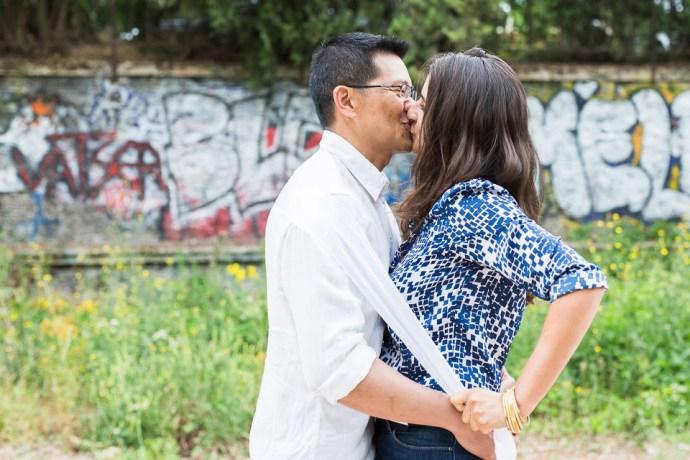 seance-engagement-petite-ceinture-paris-photos-de-couple-photographe-mariage-soulbliss