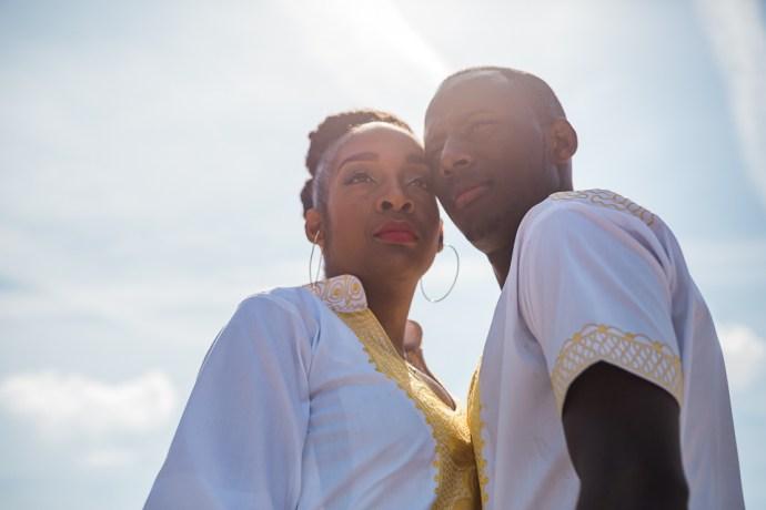 seance-engagement-jardin-des-tuileries-paris-jaune-couple-africain-mariage-photographe-soulbliss