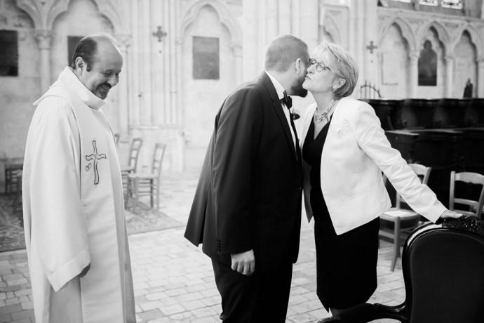 mariage moulin de dampierre saint yon essonne Église Saint-Sulpice de Saint-Sulpice-de-Favières entrée maries photographe mariage paris soulbliss