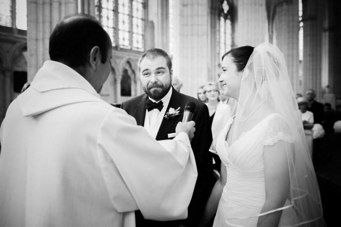 Mariage Moulin de Dampierre saint yon Église Saint-Sulpice de Saint-Sulpice-de-Favières cérémonie consentements sourires oui maries photographe mariage paris soulbliss