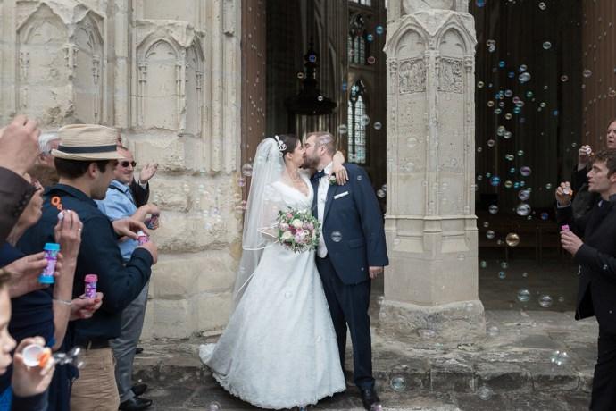 Mariage Moulin de Dampierre saint yon Église Saint-Sulpice de Saint-Sulpice-de-Favières sortie bulles photographe mariage paris soulbliss