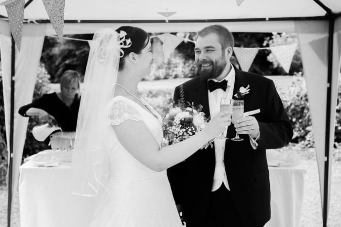 mariage moulin de dampierre cocktail clin doeil gourmand petits fours couple champagne photographe mariage paris soulblis