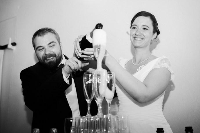 mariage moulin de dampierre saint yon réception soirée champagne sourires maries photographe mariage paris essonne soulbliss