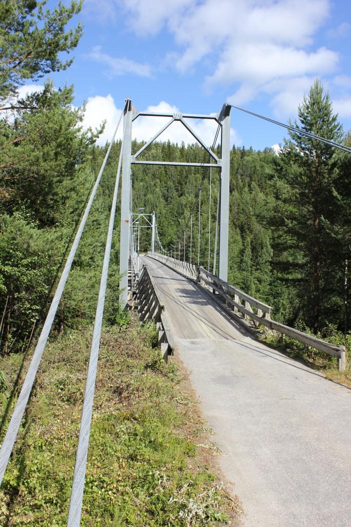 Hängbro vid Moforsen strax ovanför Resele