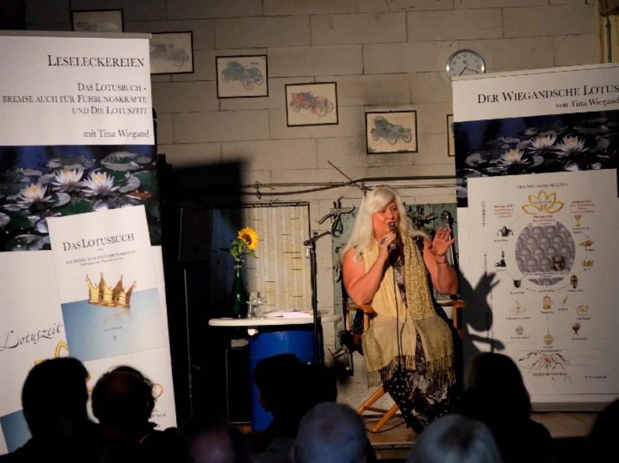 Tina Wiegand mit dem Wiegandschen Lotus bei den Leseleckereien - Events des Soulfit Factory e.V,