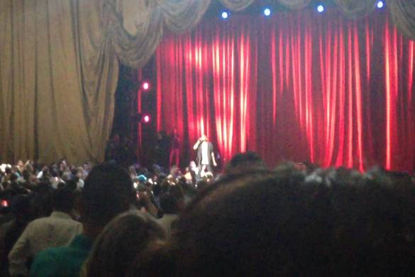 """Kanye West performs """"New Slaves"""" @ Dave Chappelle's Radio City Music Hall Stand-Up 6/20"""