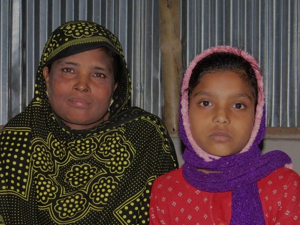 Golenoor and her granddaughter