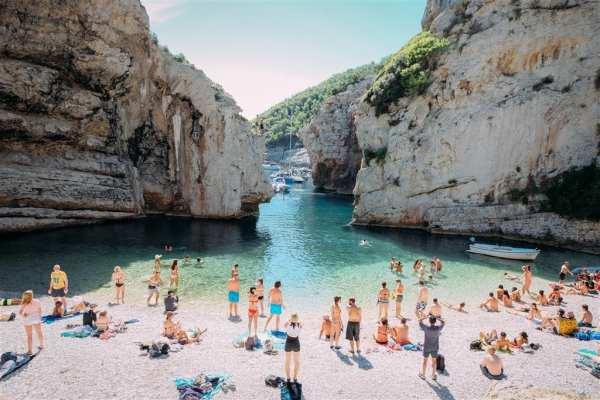 yoga retreat vis island Croatia