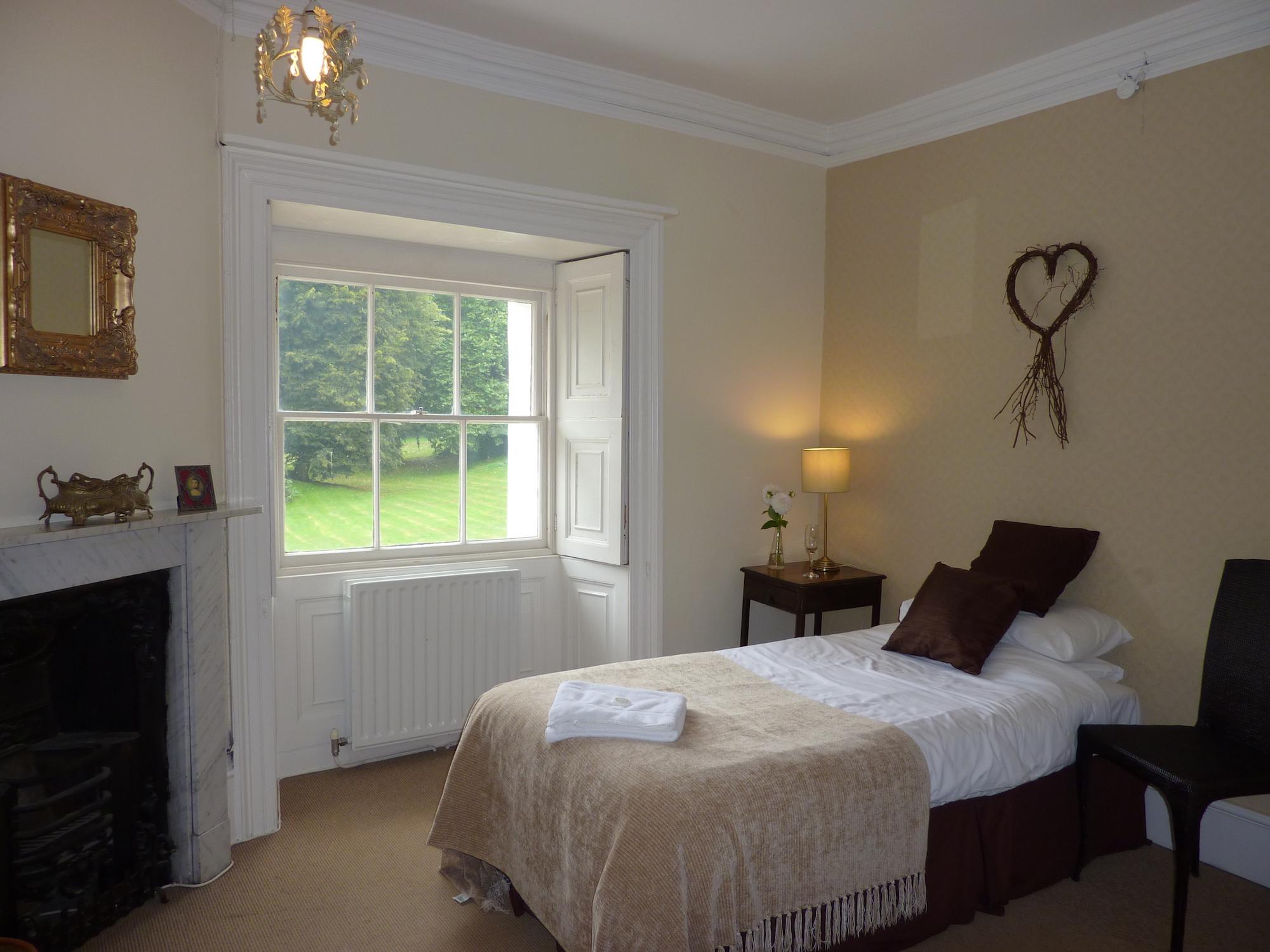 oxon-hoath-weekend-retreat-room-38