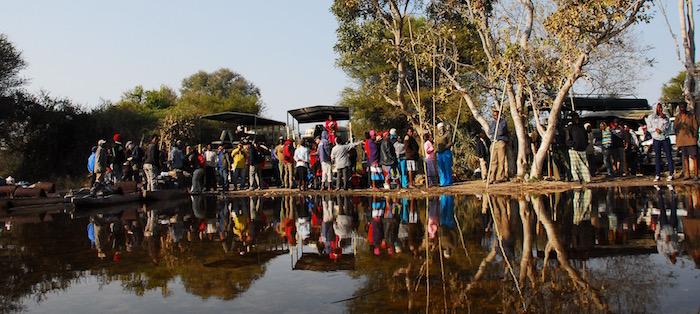 Folla sull'Okavango Delta