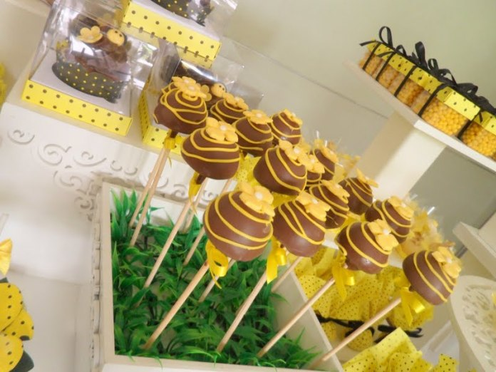 festa-infantil-abelhinha-cake-pops