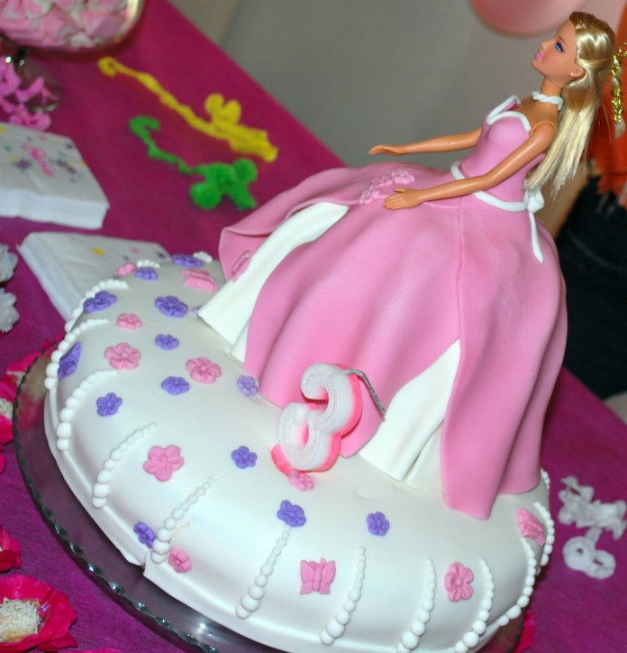 festa-infantil-da-barbie-bolo-branco