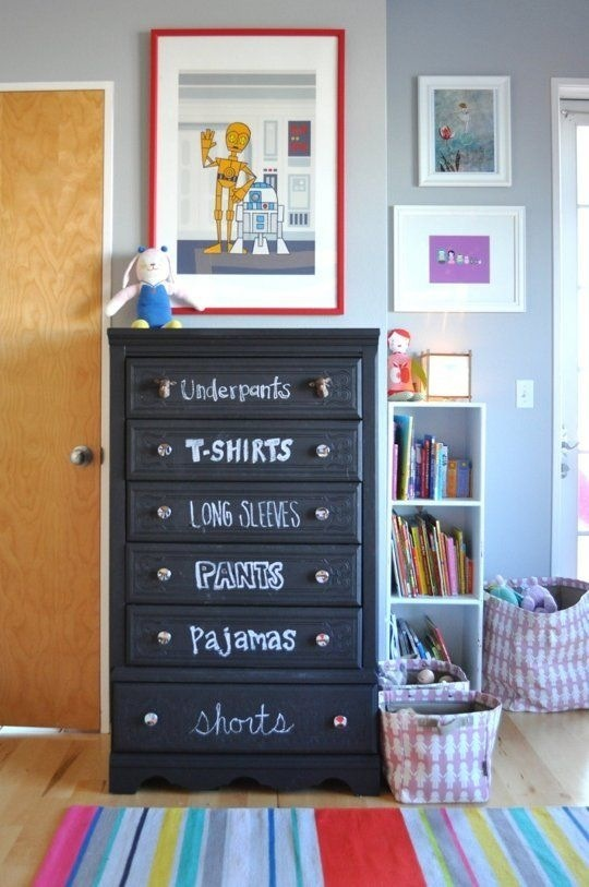 quarto infantil parede de lousa cômoda