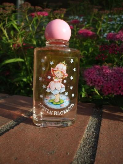 chá de bebê presentes menos úteis perfume
