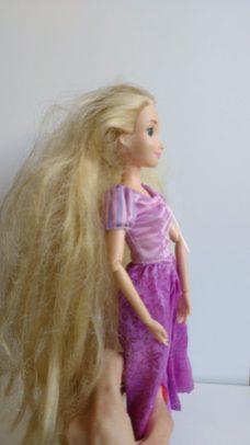 dica-para-lavar-os-cabelos-das-bonecas