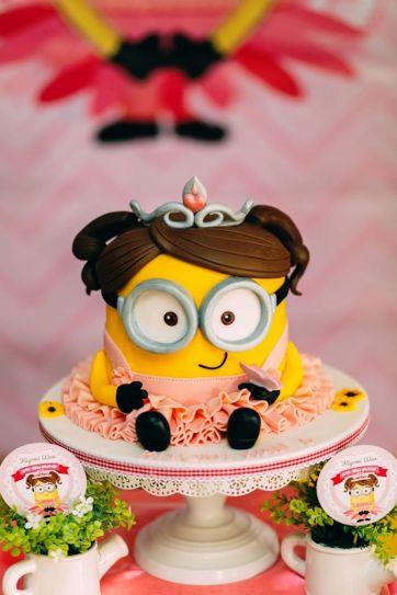 bolo-minions-festa-infantil-rosa