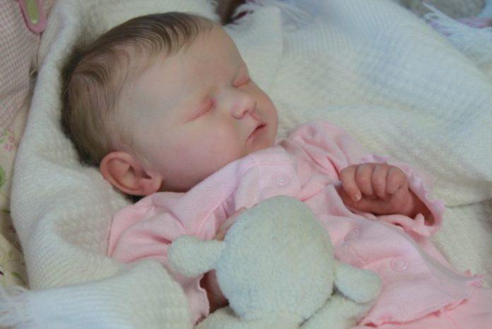 bebe-reborn-menina