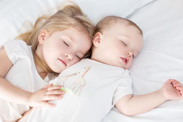 Dicas para escolher o travesseiro de bebês e crianças