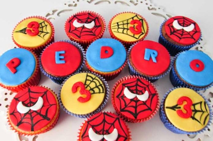 ideias de cupcakes para festa homem aranha