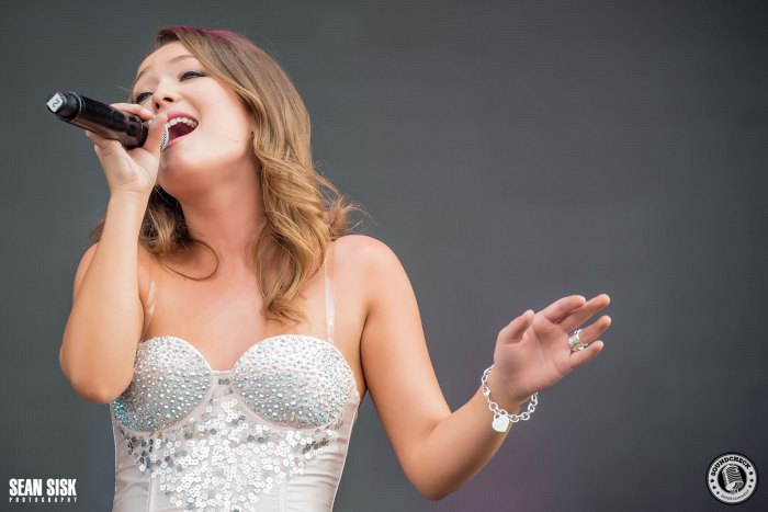 Kira Isabella- Photo by Sean Sisk for Sound Check Entertainment