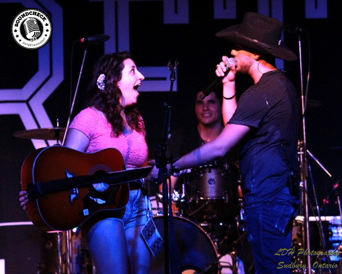 Brett Kissel surprises a fan with his Gibson guitar