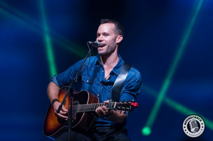 Chad Brownlee plays to the FanFest Crowd in Halifax - JB Photography