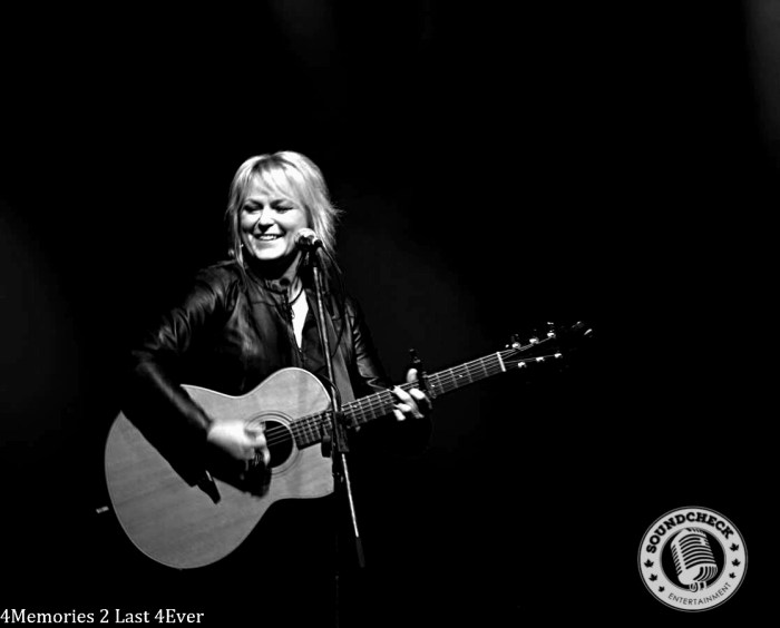 Carolyn Dawn Johnson performs at the Irving Fan Fest in Halifax - Photo: Sophie Pyne